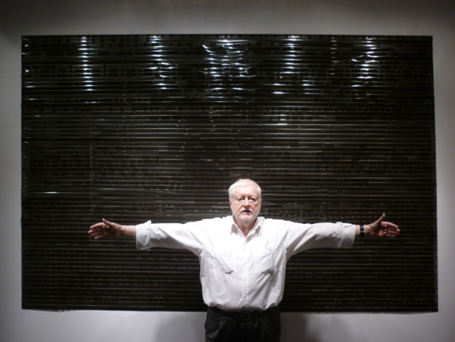 peter-kubelka-2012-002-in-front-of-the-installation-of-his-films-arnulf-rainer-and-antiphon