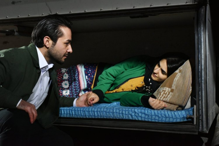 other-side-of-hope-the-2017-005-sherwan-haji-with-nuppu-koivu-in-bunk-bed